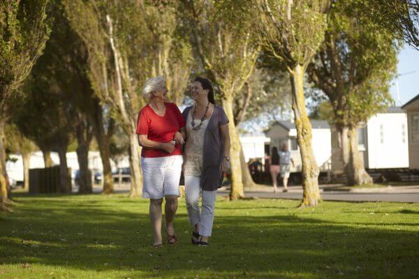 bunn_leisure_family_ladies_green_lawns-e1484140679272